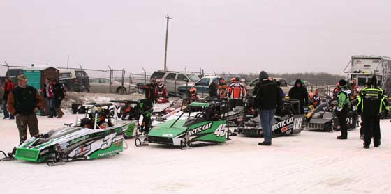 Outlaw 600 racers in staging