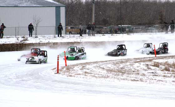 Outlaw 600 racers on the track
