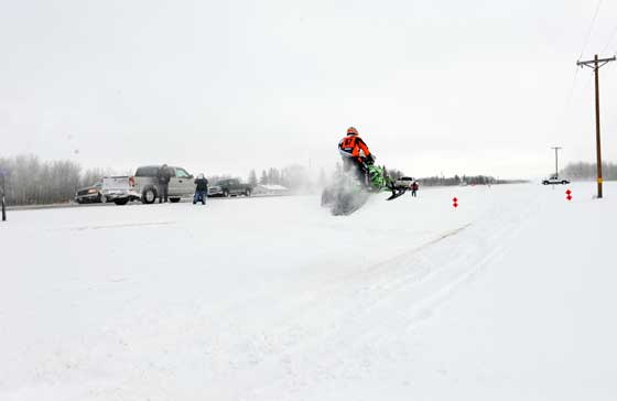 Team Arctic Cat's Ryan Simons launches at the I-500, photo by ArcticInsider.com