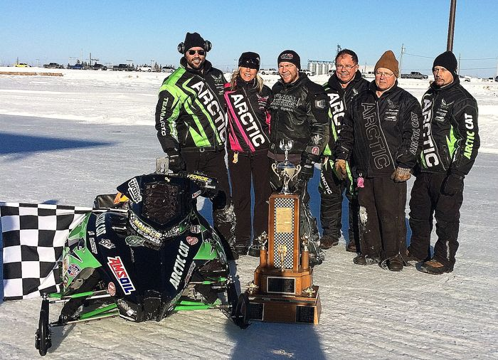 Team Arctic Cat oval champ Gary Moyle and team. Photo by Marissa Wichman