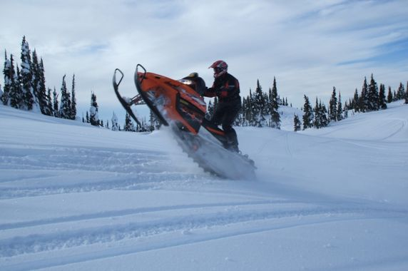 Hammer & LumberHead don't need coupling blocks on their snowmobiles