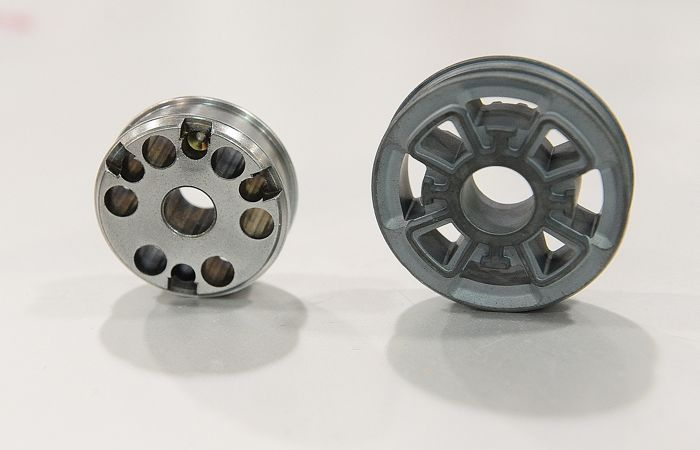 New-for-2015 FOX piston (R) for snowmobile shocks. Old style on left. Photo: ArcticInsider.com
