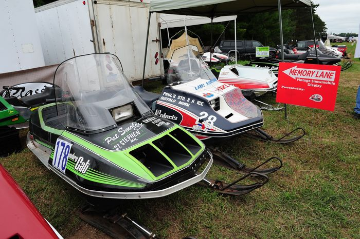Winnipeg I-500 Arctic Cat and Polaris sleds at Outlaws. Photo ArcticInsider.com
