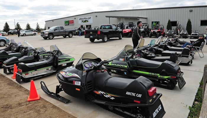 Vintage Arctic Cat show at Country Cat. Photo by ArcticInsider.com