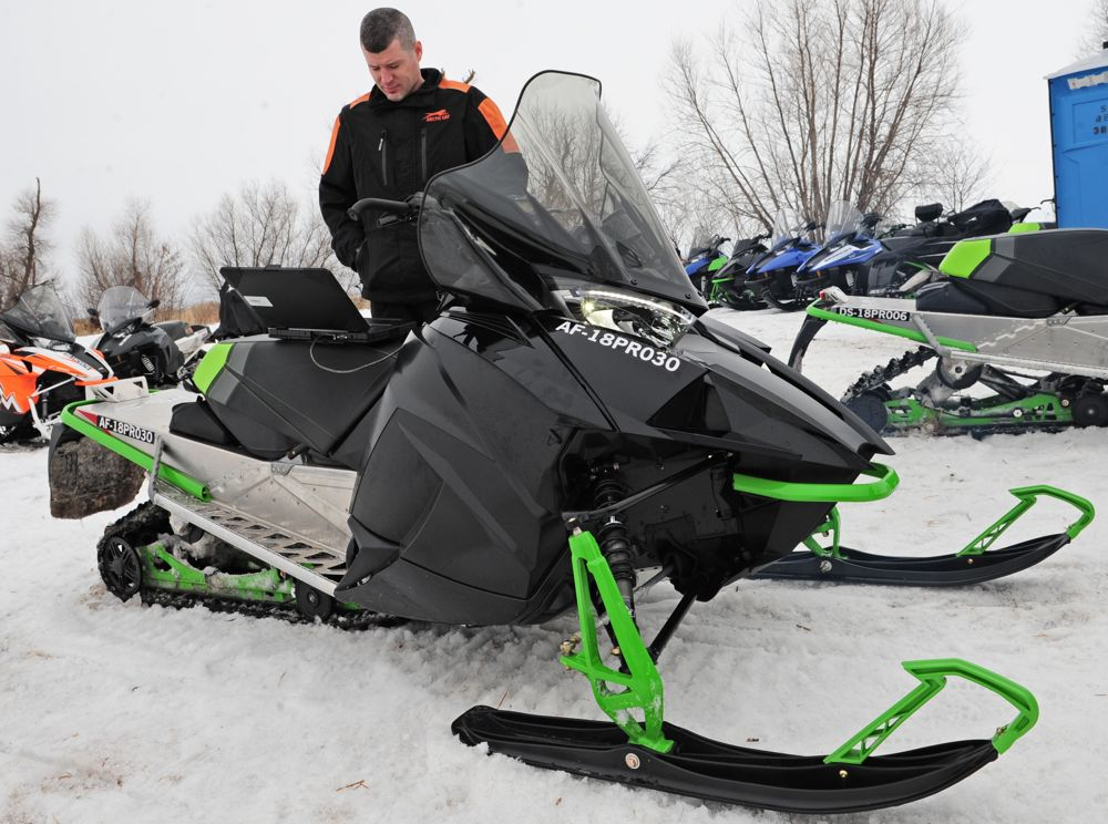 Arctic Cat engineer Ryan Hayes programs the 800 C-TEC2. Photo by ArcticInsider.com