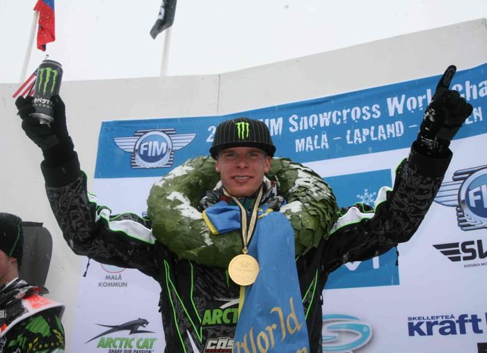 Tucker wearing the World Champion wreath in 2010 in Mala, Sweden. Photo by Joni Launonen